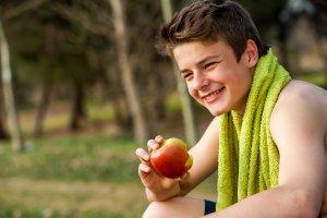 التغذية الصحية للطفل منذ الولادة إلي سن المراهقة