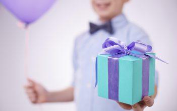 تقديم هدايا للاطفال في العيد بأفكار جميلة ومشوقة