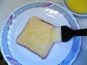 طريقة عمل سندوتشات توست بالجبنه والبيض للاطفال فى المدرسه بالصور