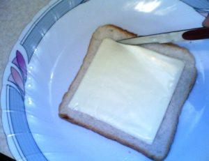طريقة عمل سندوتشات بالجبنه والبيض للاطفال فى المدرسه بالصور