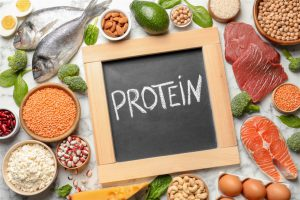 البروتينات وأهميتها الغذائية والكمية التي يجب تناولها
