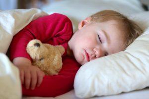 أفضل الحلول لتنظيم موعد النوم عند الاطفال