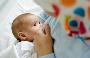 ارضاع الطفل للوقاية من سرطان الثدى والمبايض