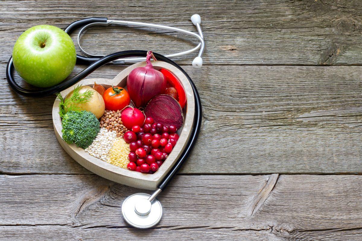 Photo of اطعمة مفيدة للقلب وأخرى مضرّة ونصائح خفض الكوليسترول بفاعلية