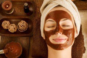 وصفات طبيعية لتنظيف البشرة في المنزل واستعادة جمالها