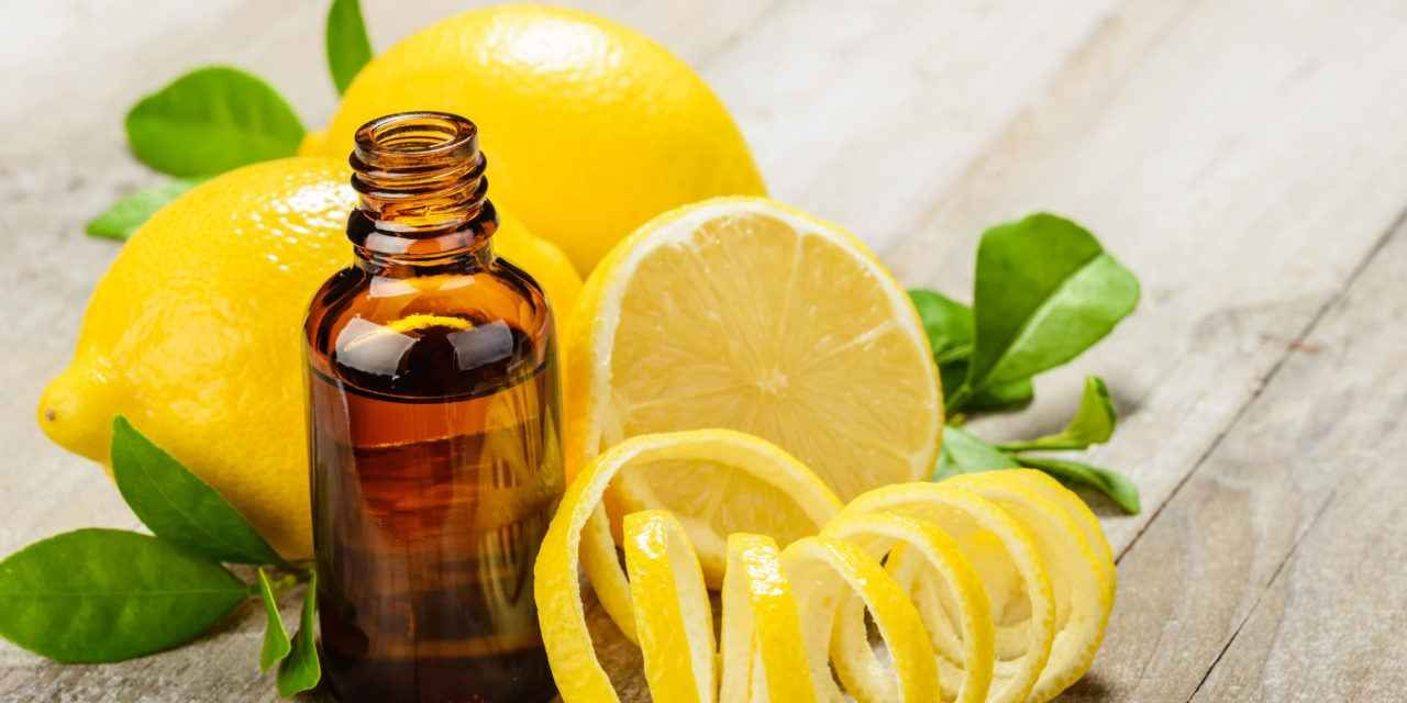 Photo of فوائد زيت الليمون واستخداماته وطريقة صنعه