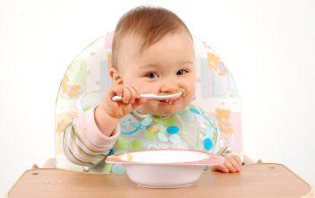 تغذية الرضيع من ثلاثة اشهر الى اثنا عشر شهرا