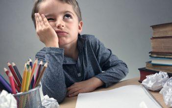 كيف تتصرف مع الطفل الضعيف دراسياً