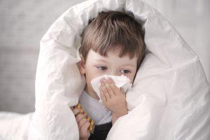 كيف تحمي طفلك من حساسية الربيع