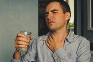 كيف تتخلصي من جفاف الفم والحلق في رمضان