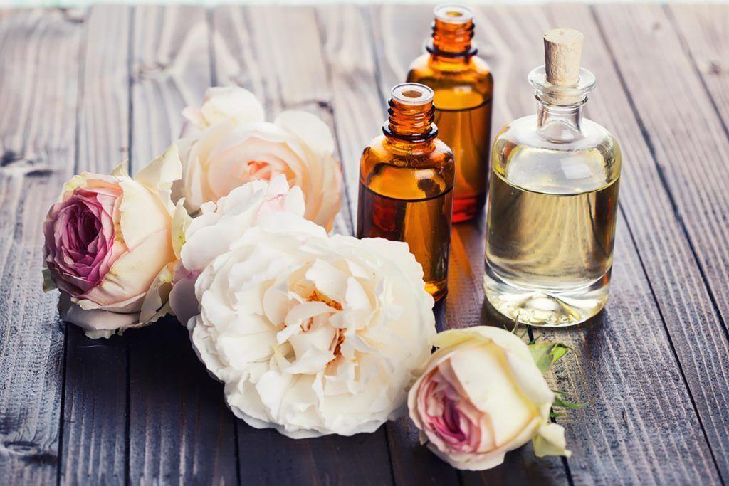 Photo of فوائد زيت الورد في تفتيح البشرة وعلاج ترهلات الجلد