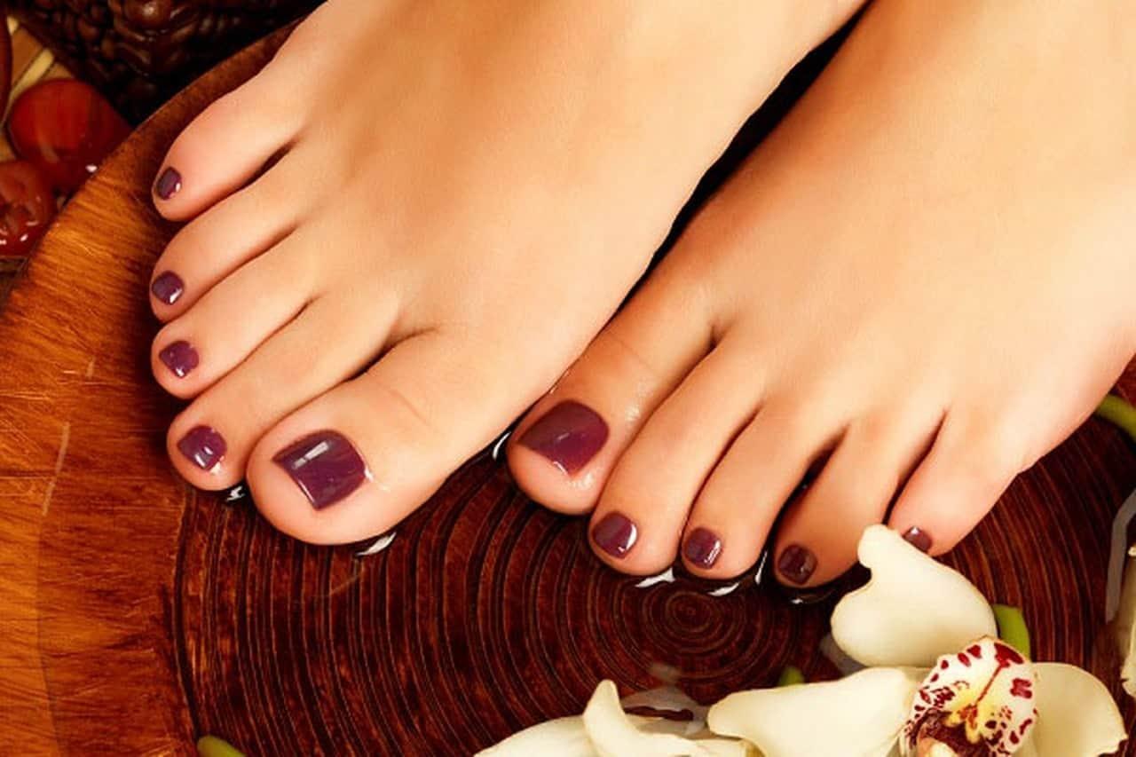 نصائح للعناية باظافر القدمين لجمال قدميكي