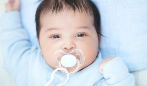 أضرار ارضاع الطفل من الام وهي حزينة! وهل تتغير طبيعة الحليب؟