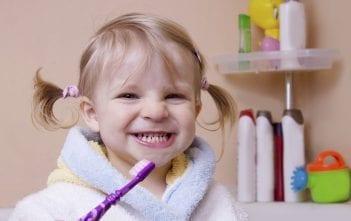 السن المناسب لغسيل اسنان الاطفال