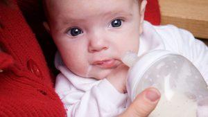 تغذية الطفل الرضيع خطوة بخطوة حسب العمر للدكتورة ماجدة مطيع