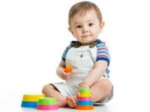 نمي مهارات طفلك من عمر شهر لعمر 12 شهر