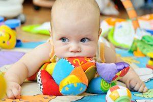 تنمية مهارات الطفل من عمر شهر لعمر سنة