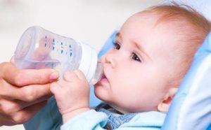 توجيهات شـرب الماء للرضيع خلال السنة الأولى