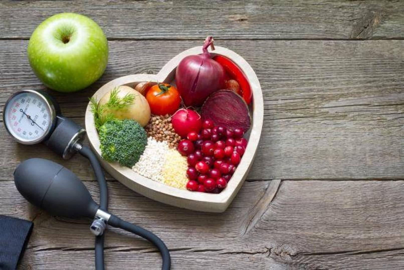 تنظيف الشرايين بشكل طبيعي وأطعمة تقي من أمراض القلب