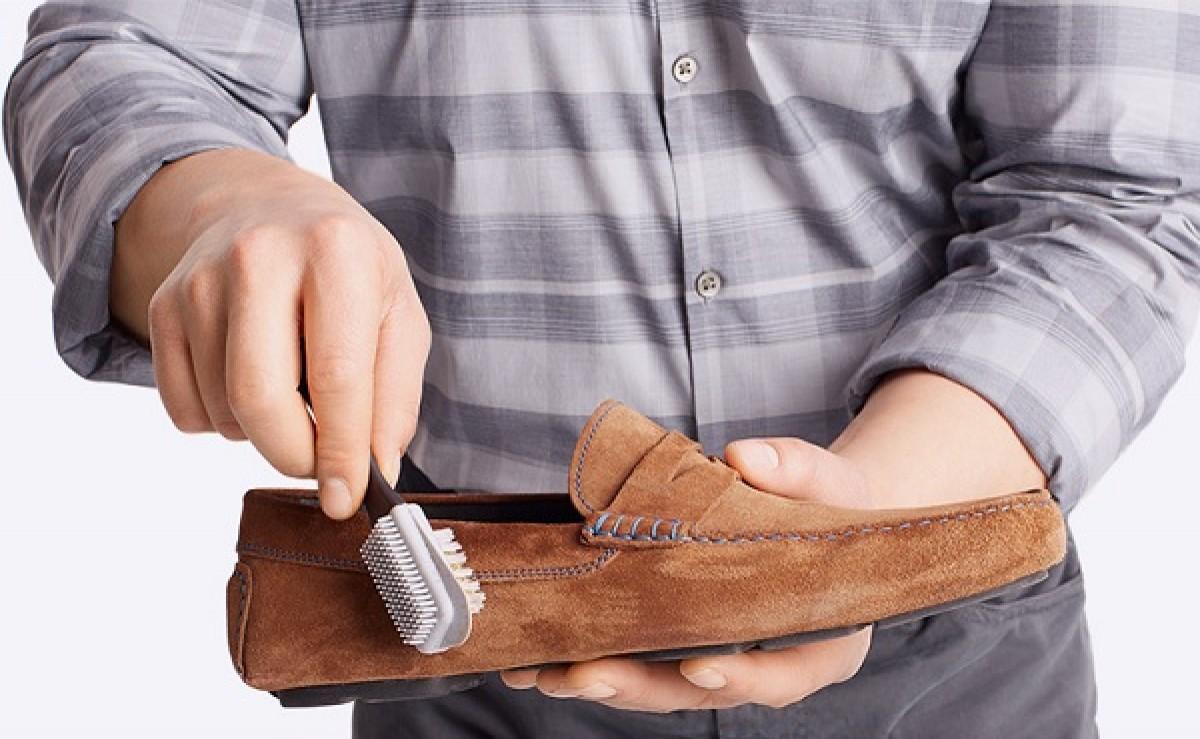Photo of طريقة تنظيف الحذاء الشمواه والكوتشي الابيض