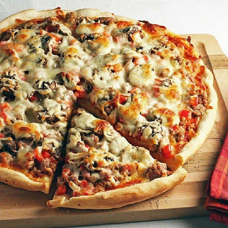 طريقة عمل بيتزا باللحمة المفرومة