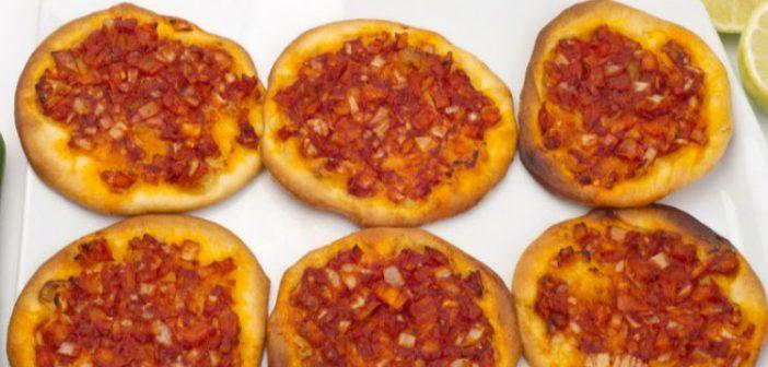 طريقة عمل مناقيش بالجبنة والطماطم