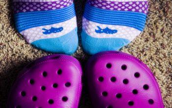 إحذروا احذية كروكس على صحة أطفالكم