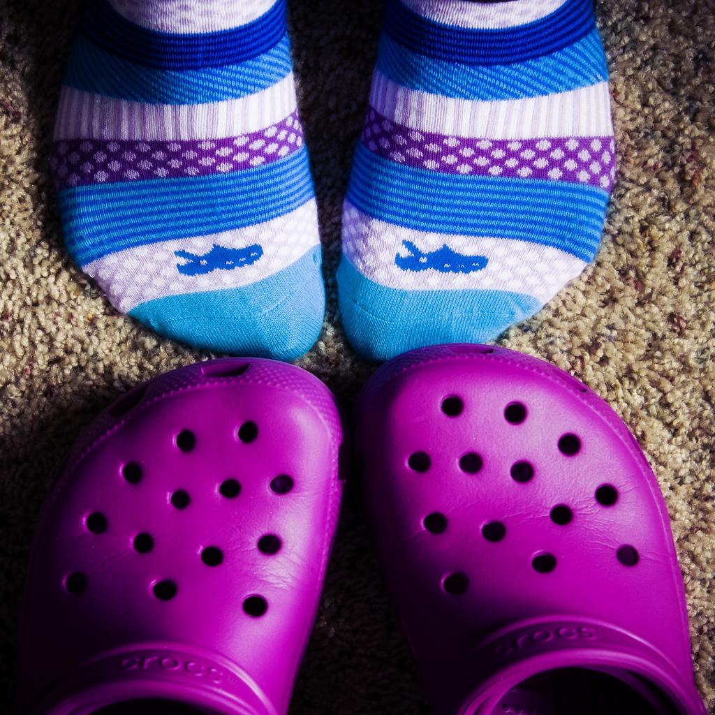 Photo of إحذروا احذية كروكس على صحة أطفالكم