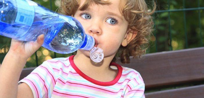 شجعي طفلك على شرب الماء بأفكار لذيذة