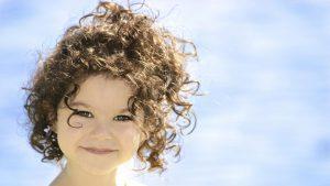 أضرار بروتين الشعر على شعر طفلتك