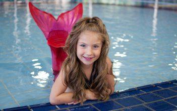 كيفية حماية شعر طفلك من مياه البحر وحمامات السباحة