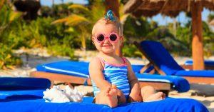 كيف تؤثر درجة الحرارة في الجو الحار على الرضع أو الأطفال الصغار؟
