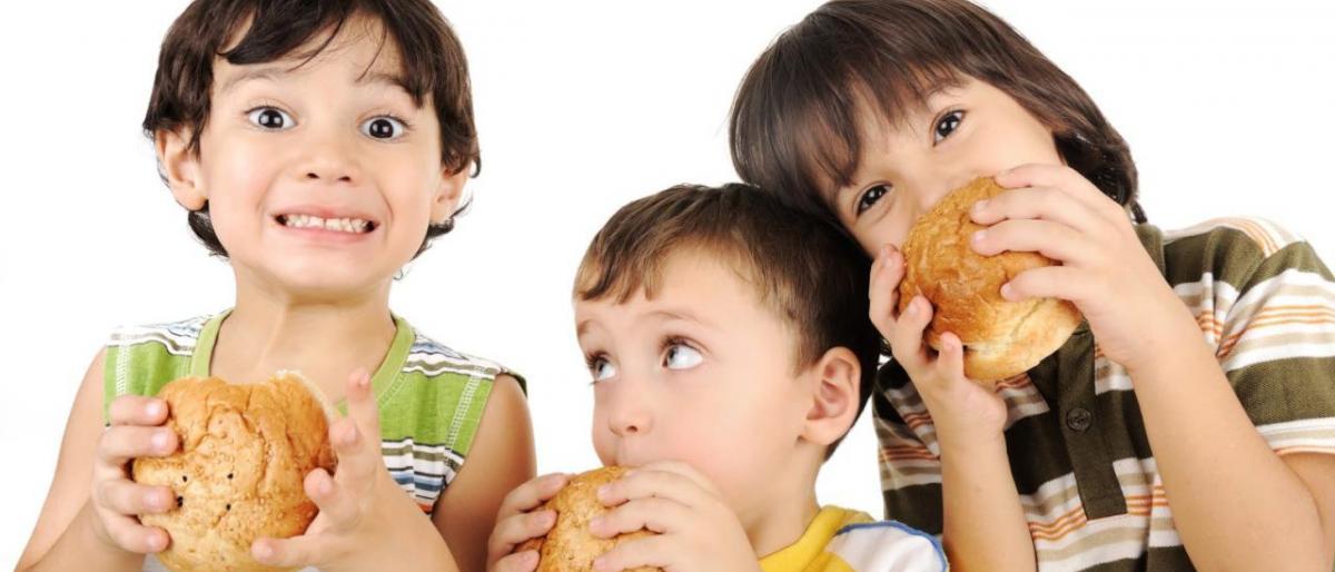 Photo of 5 حيل لتجعلي طفلك يبتعد عن الوجبات السريعة