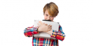 تعديل سلوك الطفل الاناني وتعليمه معنى الخصوصية