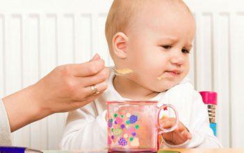 صعوبة البلع عند الأطفال وكيفية التصرف