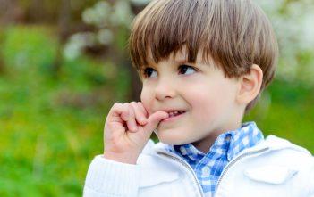 طفلي يتحدث بصيغة المؤنث ماذا أفعل ؟