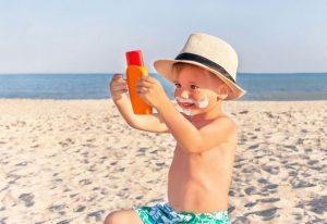 حروق الشمس عند الاطفال وطرق الوقاية والعلاج