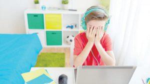 آثار التنمر الالكتروني على الطفل وكيفية حمايته منه
