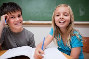 المشاكل المدرسية التي تواجه طفلك وطرق حلها