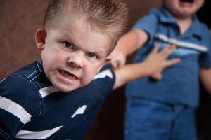 مشكلات المدرسة التي تواجه طفلك وطرق حلها