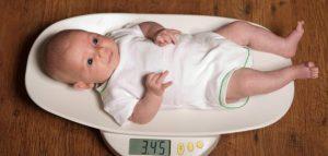 تعرفي على الوزن والطول المثالي للطفل الطبيعي حسب عمره