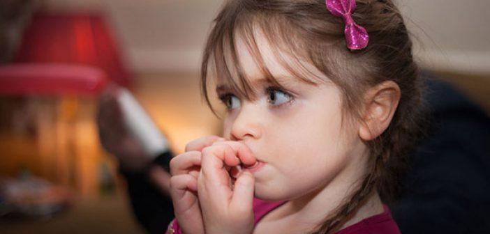 كيفية التغلب على مشكلة قضم الاظافر عند الاطفال وأسبابها وأضرارها