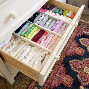 كيف ترتيب ملابس طفلك حسب فصول السنة تجنباً للأمراض
