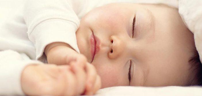 هل يتغير لون بشرة المولود بعد الولادة؟ وما هي الأسباب؟