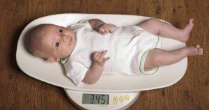 أسباب نحافة الطفل الرضيع وضعف نموه وطرق زيادة وزنه