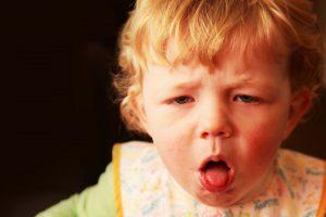 علاج الكحة عند الاطفال والرضع بطرق طبيعية وطرق طبية