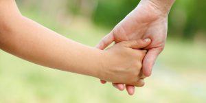 كيف تساعد الطفل على تجاوز فقد احد الوالدين ؟