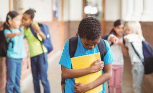 كيف تحمي طفلك من العنف و والمتنمرين بالمدارس