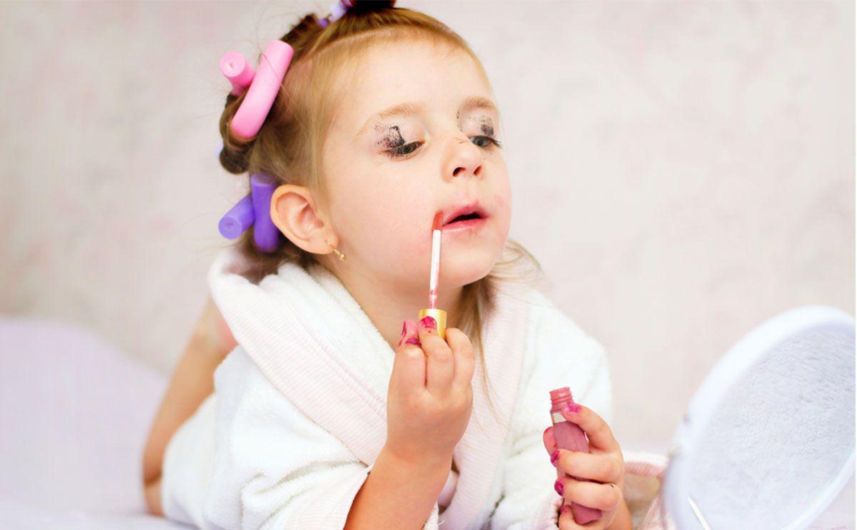 c08af12fcc3b9 اضرار المكياج على الاطفال ومخاطرها الصحية والنفسية - صحة الطفل - فورنونو