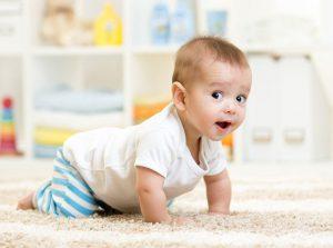 تعليم الرضيع الحبو بخطوات بسيطة